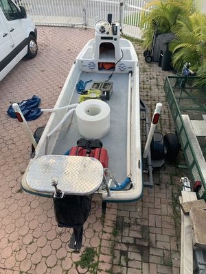 16 ft flats boat bully net 59 Mercury for Sale in Coral Gables, FL