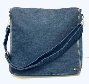 TOMMY HILFIGER LAPTOP MESSENGER BAG for Sale in Peoria, AZ