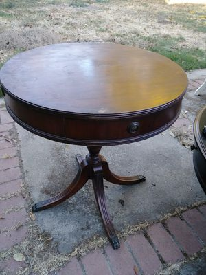 ANTIQUE WOOD BEAUTIFUL ROUND TABLE WITH DRAW.. EXCELLENT CONDITION...$70 for Sale in Stockton, CA