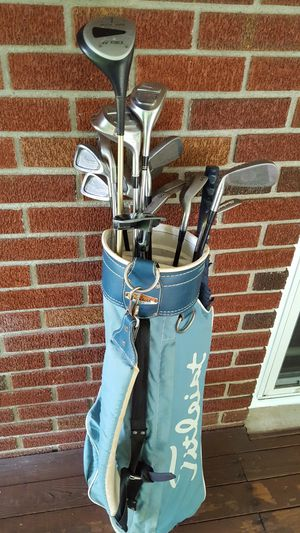 TITLEIST GOLF CLUBS & BAG for Sale in Hurricane, WV