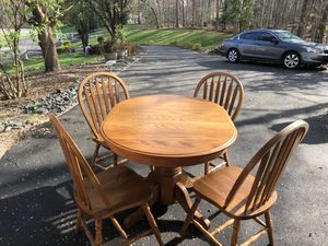 4 to 6 Conversation Dining Table $ 85 for Sale in Manassas, VA