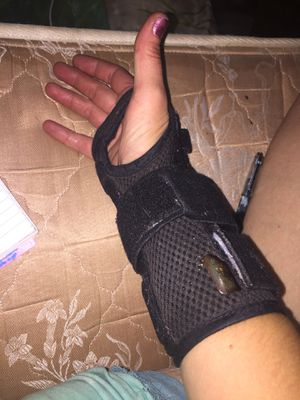 Wrist brace right arm for Sale in Abilene, TX