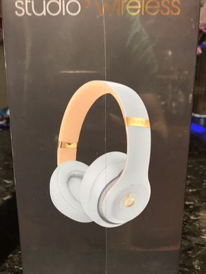 Beats studio 3 wireless headphones Brand new for Sale in Chicago, IL