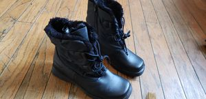 Womens Snow Boots for Sale in Los Angeles, CA