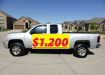 🙏🏼✨$1,200 I'm selling Urgently🔥✅. is available ❤️ 2011 Silverado🔑🔑 for Sale in Springfield,  IL
