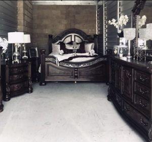 ELEGANT CAL KING BEDROOM SET for Sale in San Bernardino, CA