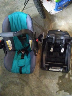 Car seat with detachable base. for Sale in Hoquiam, WA