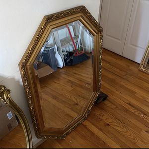 Mirror Antique for Sale in East Riverdale, MD
