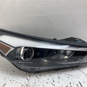 For 2016-2018 Hyundai Tucson Right Passenger Xenon Headlight Lamp for Sale in Pomona, CA