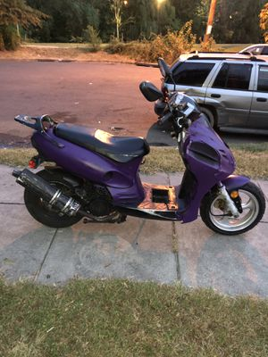 150cc moped very fast for Sale in Alexandria, VA