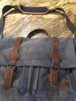 New 17.3 Inch Messenger bag for Sale in Edgewood,  FL