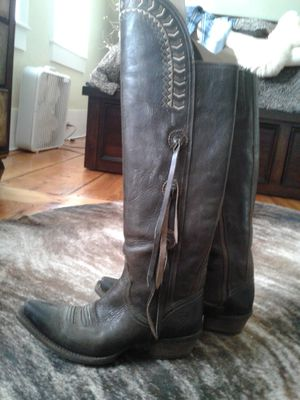 Size 7.5 Ariat women's cowboy boots. Worn a couple times. for Sale in The Bronx, NY