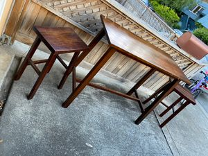 Small table w two stools. for Sale in San Rafael, CA