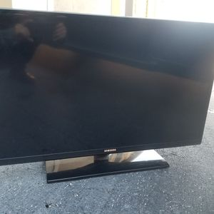 Fairly New Flatscreen Tv.. Great Condition! for Sale in Clearwater, FL