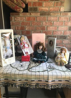 Collector dolls set of 5 for Sale in Carmichael, CA