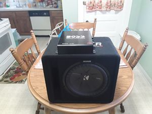 Kicker 12 Comp R With Box And Boss Audio Systems Riot R1100m Amplifier for Sale in Garfield Heights, OH