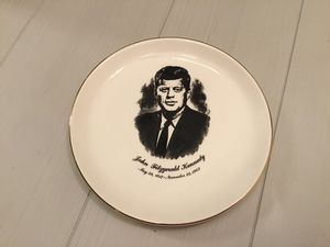 Vintage John F Kennedy Collectible Memorial Glass Plate for Sale in Goodlettsville, TN