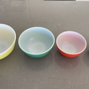 Vintage Pyrex Mixing Bowl Set (Primary) for Sale in Spring Valley, CA
