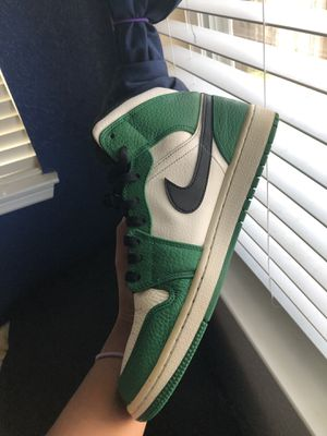 Jordan 1's mids pine green for Sale in San Antonio, TX