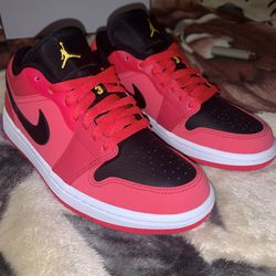 "Ds Jordan 1 Low ""Siren Red"" Women's Size 6.5W DC0774-600 Brand New Dead Stock for Sale in Vacaville,  CA"
