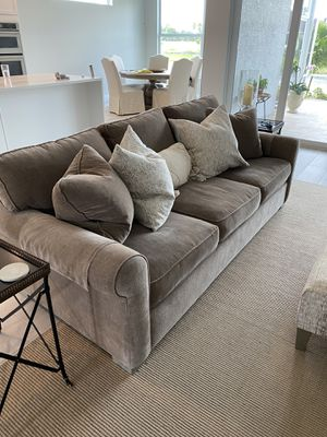 Living room set. Like new 90 in sofa and two side chairs and ottoman for Sale in Vero Beach, FL