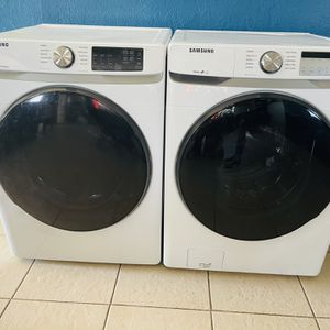 New Samsung Washer And Gas Dryer With Steam Cycles And Sensor Drying for Sale in Redlands, CA