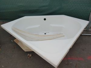 HOT TUB WHITE for Sale in Portland, OR