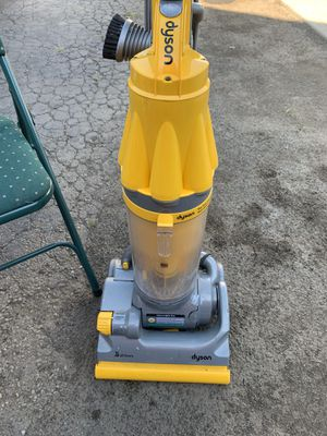 Dyson vacuum cleaner for Sale in Columbus, OH