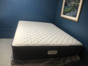 New condition Queen beautyrest mattress and box spring for Sale in Garner, NC