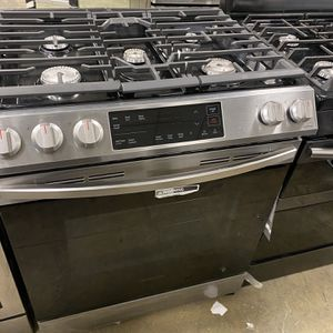 SAMSUNG GAS STOVE for Sale in Waterbury, CT