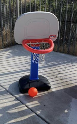 Little Tikes Adjustable Basketball Hoop Excellent Condition $15 for Sale in Chula Vista, CA