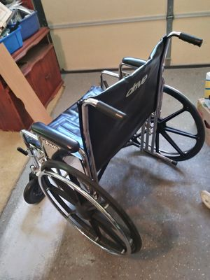 Wide heavy duty wheel chair for sale good condition for Sale in Stockbridge, GA