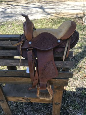 Small Saddle for Sale in Beaumont, TX