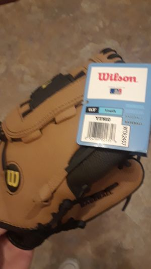 "Wilson 11.5"" youth baseball glove for Sale in Clairton, PA"