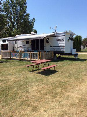 2015 wildwood 40' DLX located in Northwoods RV resort Garden Prairie Illinois for Sale in Garden Prairie, IL