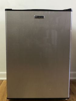 Emerson Compact Refrigerator CR286BSE for Sale in Chicago,  IL