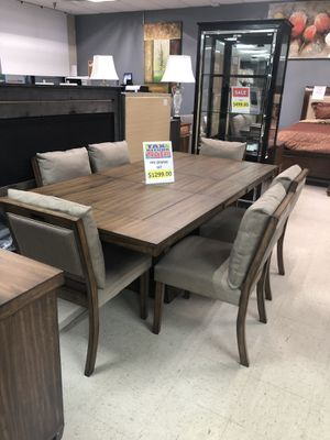 8PC Dining Room Set for Sale in High Point, NC
