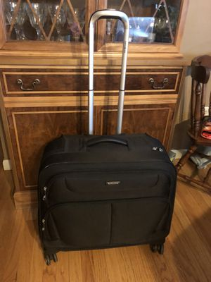 Samsonite Wheeled Garment Bag for Sale in Orlando, FL