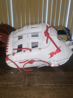 Miken Pro series 13.5 inch softball glove for Sale in Waxahachie, TX