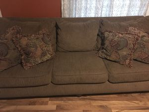 Sofa n loveseat in good condition for $250...pick up only for Sale in Columbus, OH