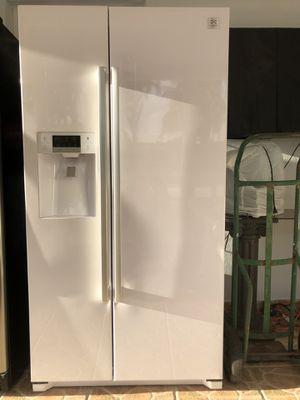 "Daewood Refrigerator 36"" wide Counter Depth for Sale in Miami, FL"
