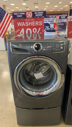 Electrolux 4.4 cu. ft front load washer with storage base for Sale in Amarillo, TX
