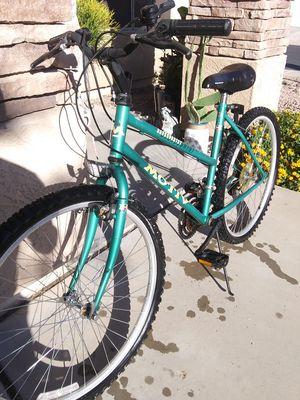 Motiv LADies/ mens mountain bike raRE - GreAt tires - 1st $75 takes it for Sale in Avondale, AZ