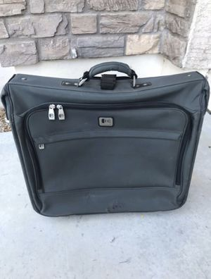 Kenneth Cole Reaction Garment Bag ($25 if you can pick up TODAY!!) for Sale in Sun City, AZ