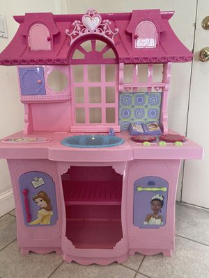 Girls Plastic kitchen for Sale in Huntington Beach, CA