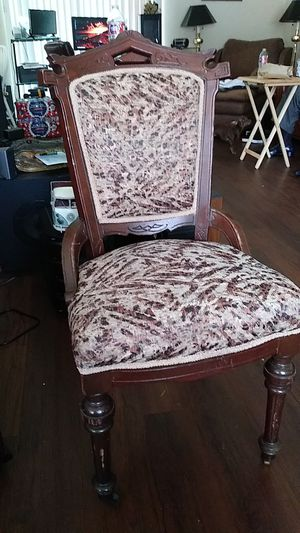 Antique chair for Sale in Ellenwood, GA