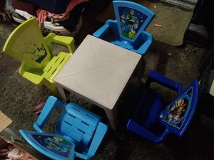 Kids table and chairs for Sale in Hemet, CA