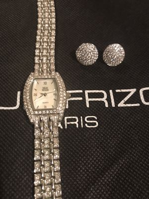 Amazing lever back round faux diamond earrings for Sale in Clermont, FL