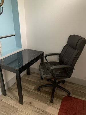 Office desk and Chair for Sale in Orlando, FL