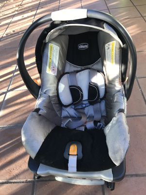 Chicco KeyFit 30 infant car seat with the base like brand new for Sale in Los Angeles, CA